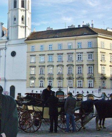 Michaelerplatz: площадь