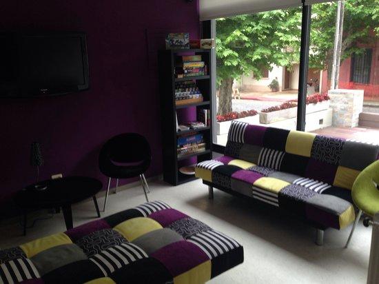 Hostel & Suites de Rio: Sala de bienvenida, comoda y con juegos de mesa.