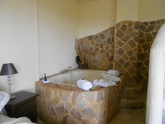 Issimo Suites Boutique Hotel and Spa: Jacuzzi