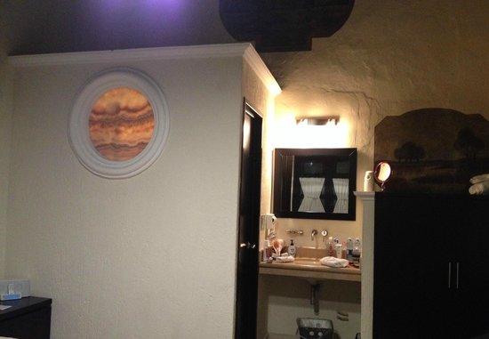 Hotel Casona San Antonio: Vista hacia el baño