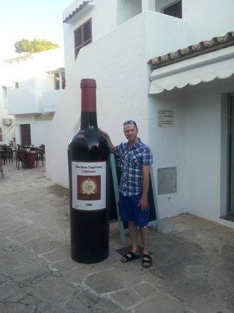 Ola Apartamentos Es Ravells D'Or: couldn't quite manage the whole bottle