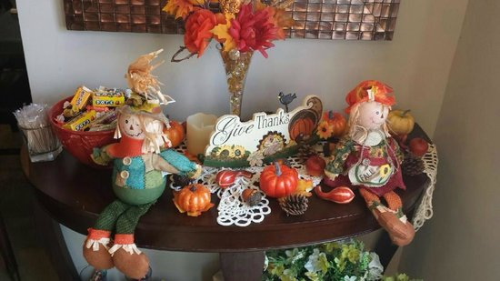 Potomac Street Grill: Autumn decorations!