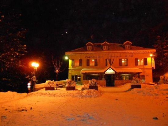 Hotel Felycita : in notturna....