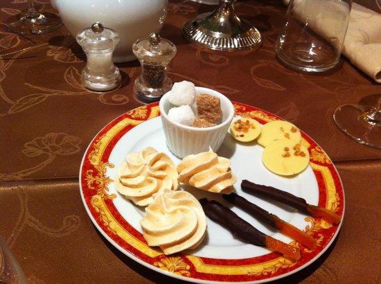 Au Chapeau Rouge : Served with coffee
