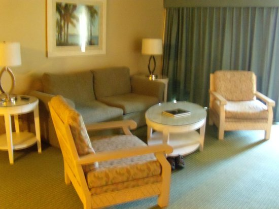Palm Canyon Resort & Spa: Living room