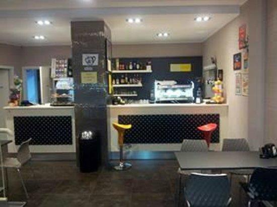 Vintage Café: Parte ingresso Bar