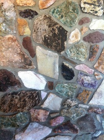 The Pearl Hotel: rock wall