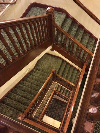 Best Western Plus Pioneer Square Hotel: Main stairwell