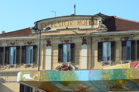 Hotel Excelsior: view from piazza matteotti