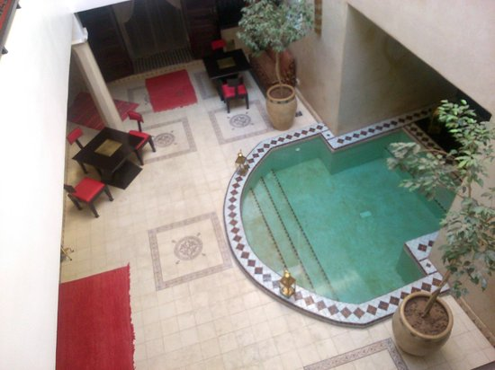 Riad Argan: vistas del hall desde la planta de arriba donde estan tres de las 5 habitaciones