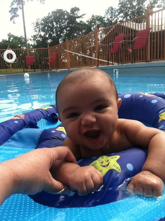 Hochatown Country Lodge: Enjoy pool time with the family