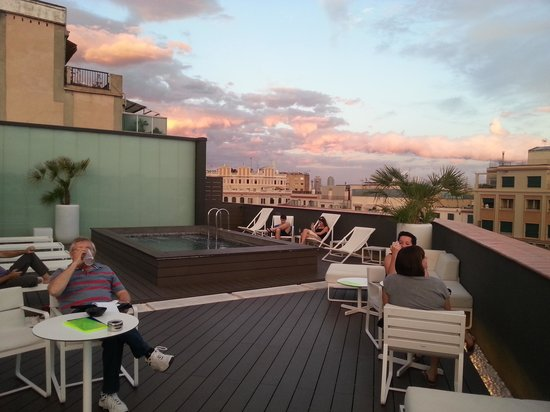 H10 Casanova: Relaxing rooftop bar with great views