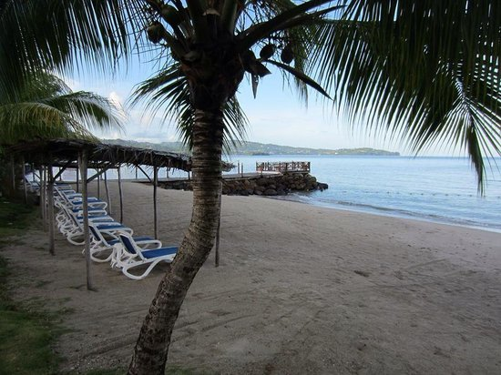 Calabash Cove Resort and Spa : Beach at CC