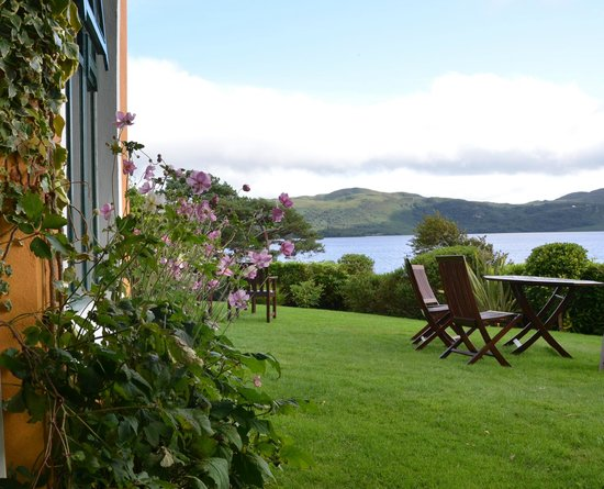 Carrig Country House & Restaurant : Another view of the lake from the gounds