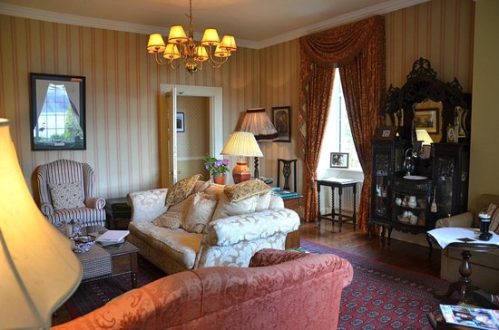 Carrig Country House & Restaurant : One of the sitting areaas
