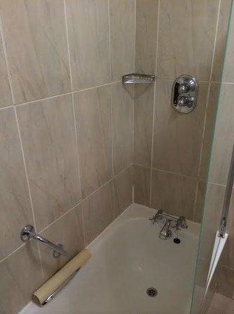 Killashee  - Hotel Spa Leisure : Seal on shower door didnt work so bathroom flooded :(