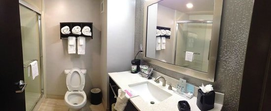 Hampton Inn Cookeville: King Bathroom with 5 ft Walk in Showers
