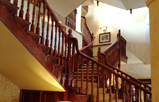 Hayfield Manor Hotel : Grand Staircase