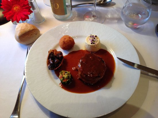 Restaurant Le Cygne : beautifully cooked pork main course