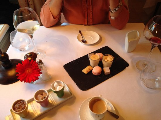 Restaurant Le Cygne : coffee and treats