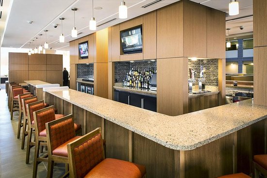 Hyatt Place Minneapolis/Downtown: Signature Bar with 16' projection TV