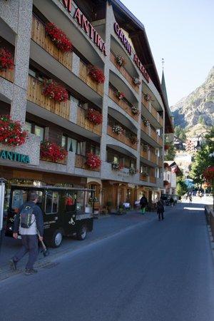 Allalin Swiss Alpine Hotel: Fachada do Hotel