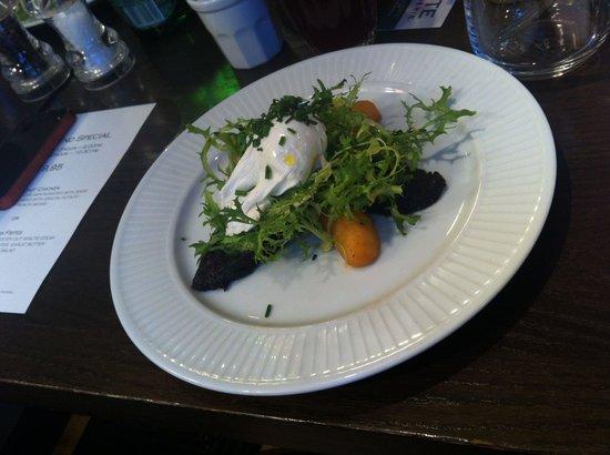 Cote Brasserie - Blackheath : Будан (кровяная колбаса), подается с яйцом