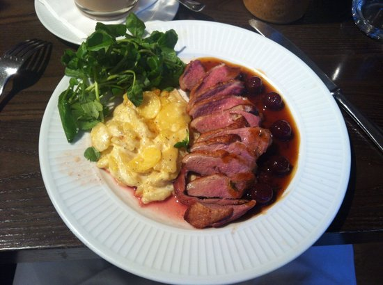 Cote Brasserie - Blackheath : Утка в вишнево-коньячном соусе