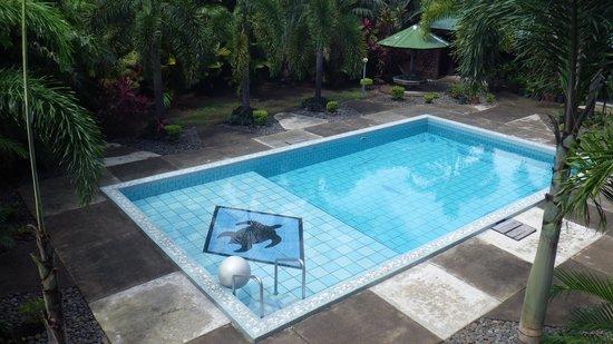 Pasefika Inn: A piscina do hotel