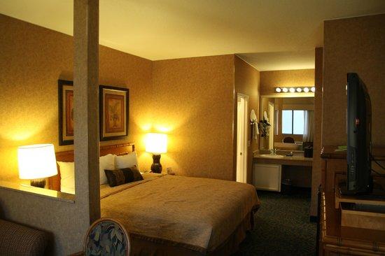 Best Western Plus Park Place Inn - Mini Suites: Zimmer vom Eingang aus gesehen