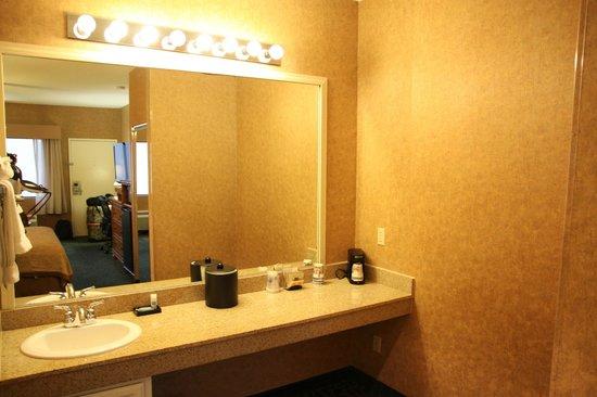Best Western Plus Park Place Inn - Mini Suites : Nassbereich im Zimmer, getrennt vom Bad