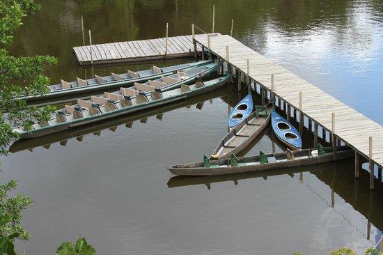 La Selva Amazon Ecolodge: Dock with Canoes