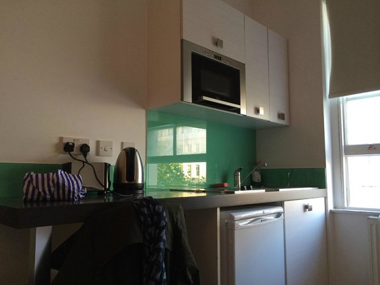 Hyde Park Executive Apartments : Kitchenette