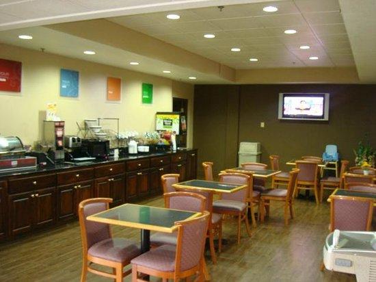 Quality Inn, Union City : Breakfast Room