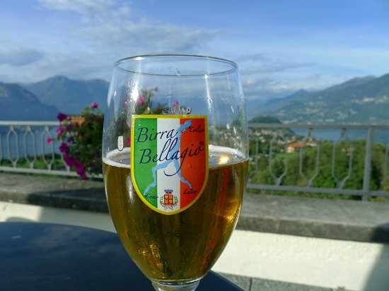 Hotel Il Perlo Panorama : Beer With a View
