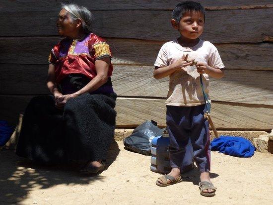 Huitepec Ecological Reserve: Chamula-Indianer am Fuß des Huitepec