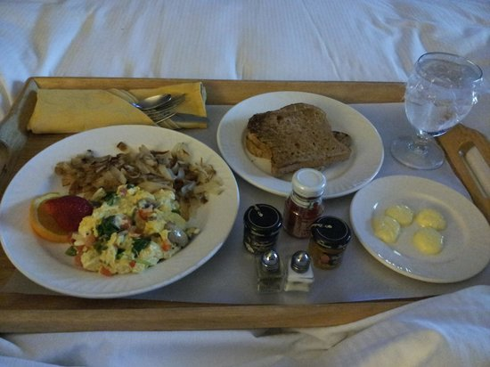 Hilton Lisle / Naperville : Breakfast in bed