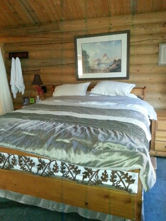 Mt. Charleston Lodge: Comfortable Bed