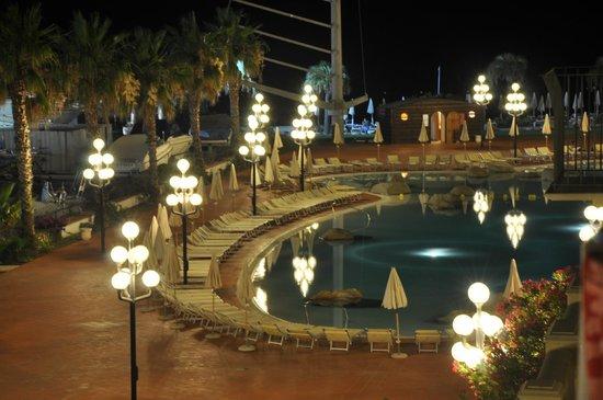 Hotel Sighientu Thalasso & Spa : piscina