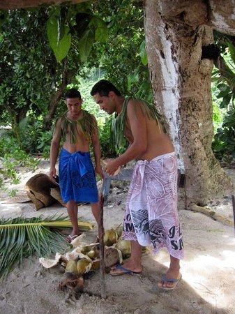 Aga Reef Resort: Great fun with coconuts