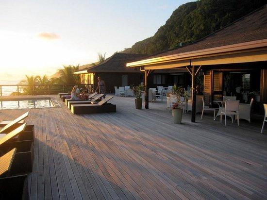 Aga Reef Resort: Sunset on deck