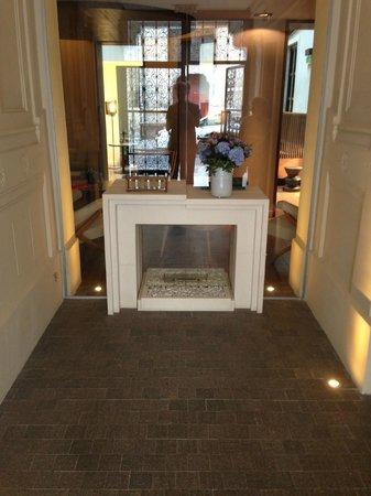 Hotel De Nell: Entrance