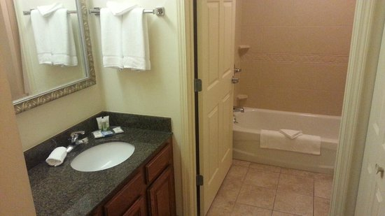 Staybridge Suites Davenport: Bathroom