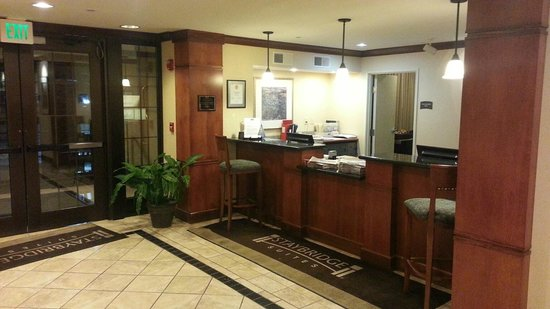 Staybridge Suites Davenport : Lobby