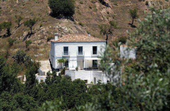 Vega De Salas : Huis vanop weg gezien