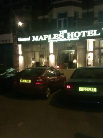 Maples Hotel: The car park in front of the hotel.
