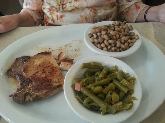 Reececliff Diner & Grill: Pork chop with green beans and black eyed peas