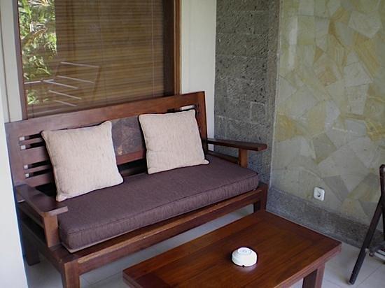 De Munut Balinese Resort: comfortable balcony room 305