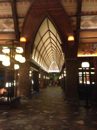 Aulani, a Disney Resort & Spa: Lobby view