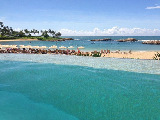 Aulani, a Disney Resort & Spa: View from infinity Pool to the beach